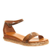 Nicole 